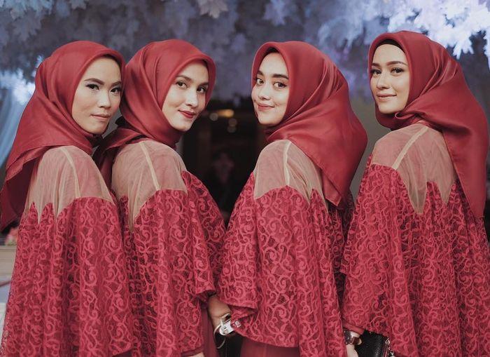 Rekomendasi jenis bahan hijab organza untuk digunakan saat jadi bridesmaid