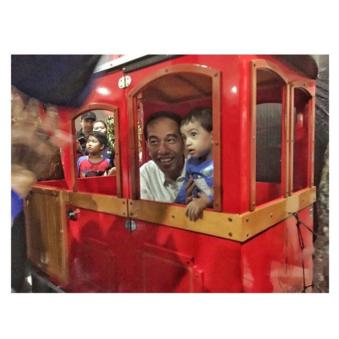 Lengket Bersama sang Kakek, Berikut 6 Potret Kebersamaan Jan Ethes dan Jokowi.