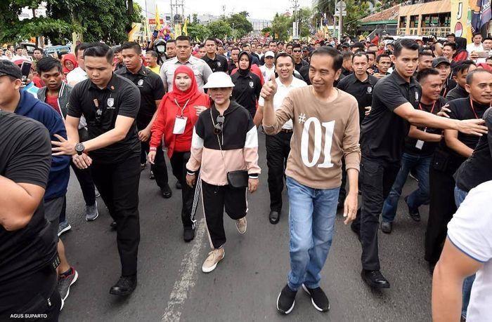 Tak Kalah dari Selvi Ananda dan Kahiyang Ayu, Berikut 4 Gaya Kasual Iriana Jokowi yang Simple dan Fresh Bak Anak Muda.