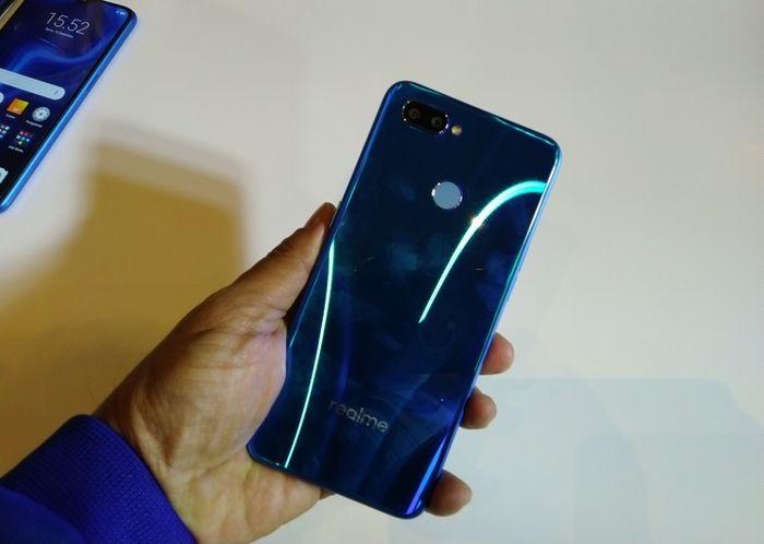 Sisi belakang Realme U1 warna biru