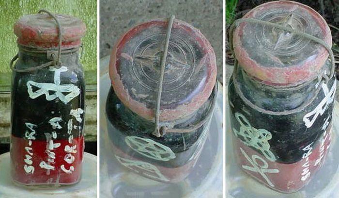 Toples berhantu yang dilelang secara online oleh akun Teajay101 di eBay