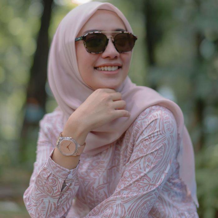 Tren gaya hijab 2019 model segi empat ala Mega Iskanti