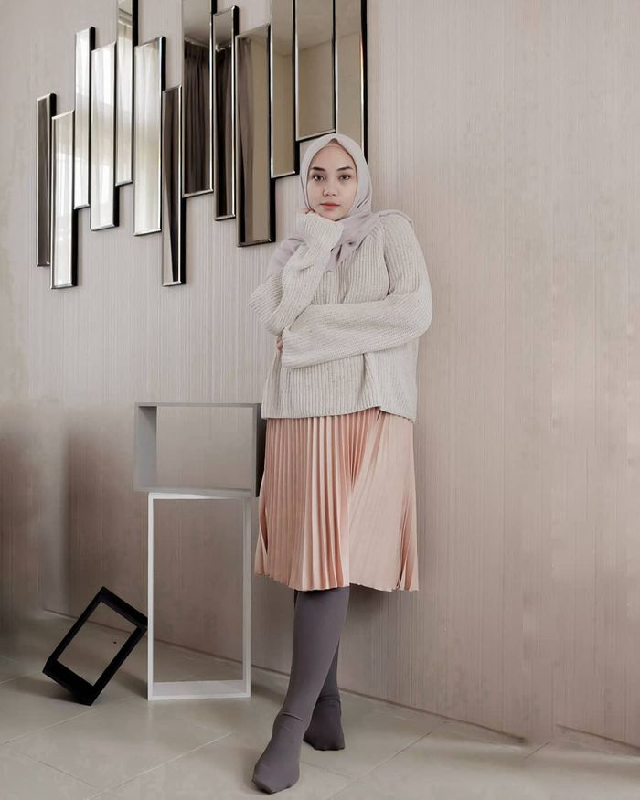 Tren fashion hijab 2019 dengan midi skirt