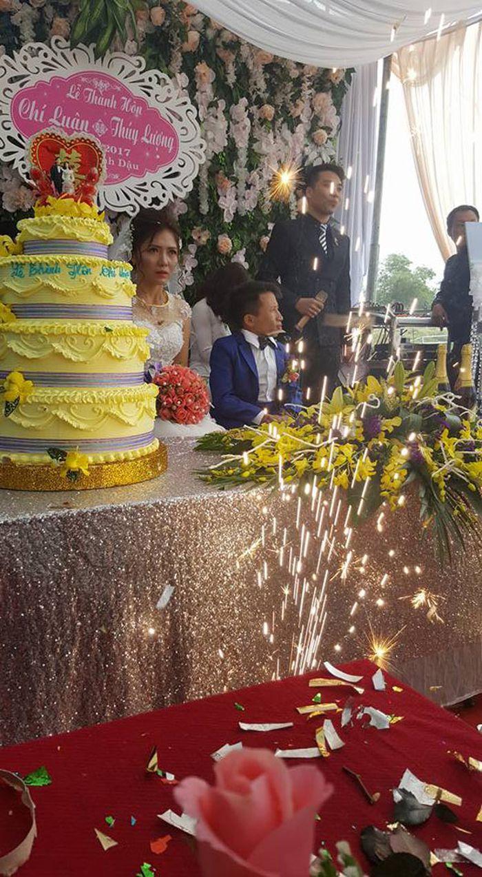 Thuy Luong dan Chi Luan
