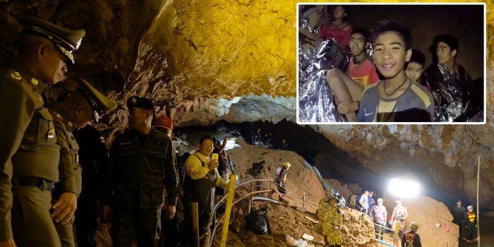 Evakuasi anak-anak yang terjebak di dalam gua Thailand