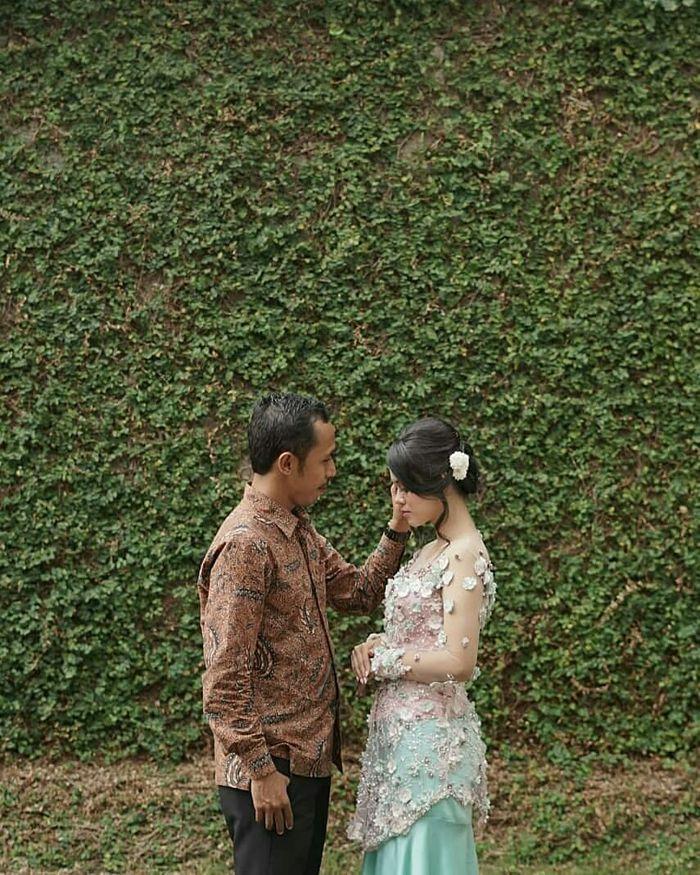 Furry Setya alias Mas Pur di Tukang Ojek Pengkolan (TOP) bersama istrinya, Dwinda Ratna yang berprofesi sebagai seorang wartawati.