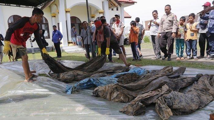 Kerangka korban tsunami yang ditemukan di Kajhu, Aceh Besar.