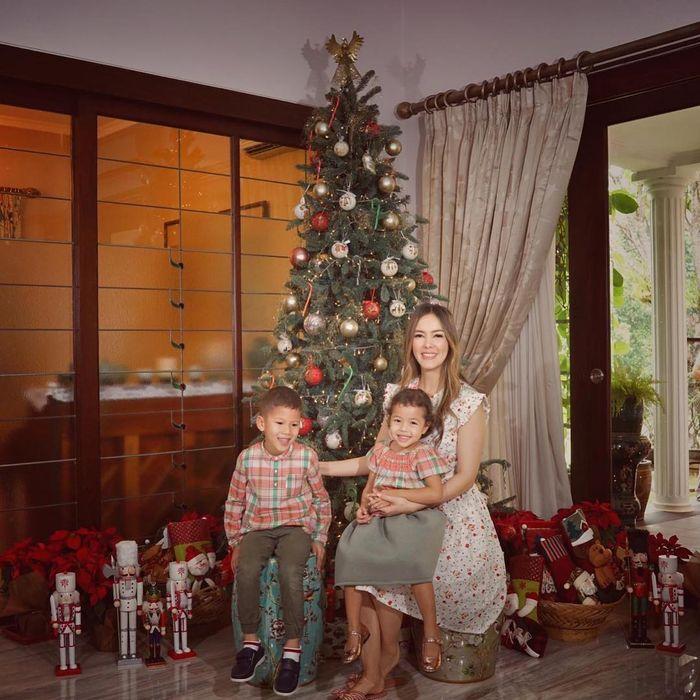 Potret Artis Bareng Keluarga Jelang Natal