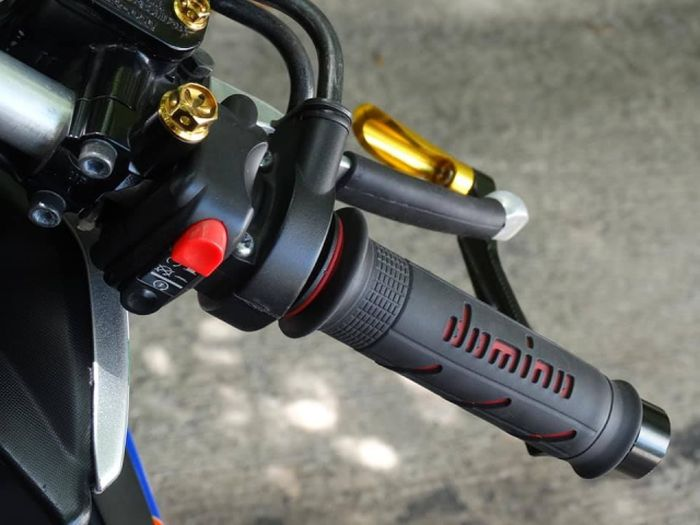 Yamaha Aerox bergaya racing look, pakai setang clip on plus gas spontan domino