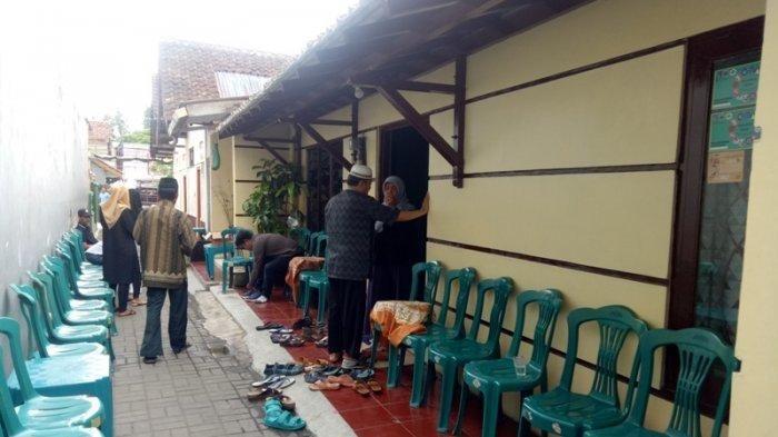 Rumah duka korban tsunami Banten, Bani Seventeen, di Sleman, Yogyakarta