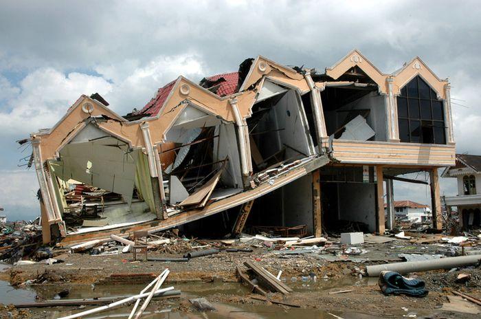 Pemandangan Aceh setelah dihantam gempa bumi dan tsunami pada 2004.