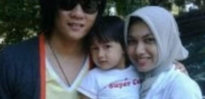 Ifan Seventeen bersama putri dan istri pertamanya, Ghea Gayatri.