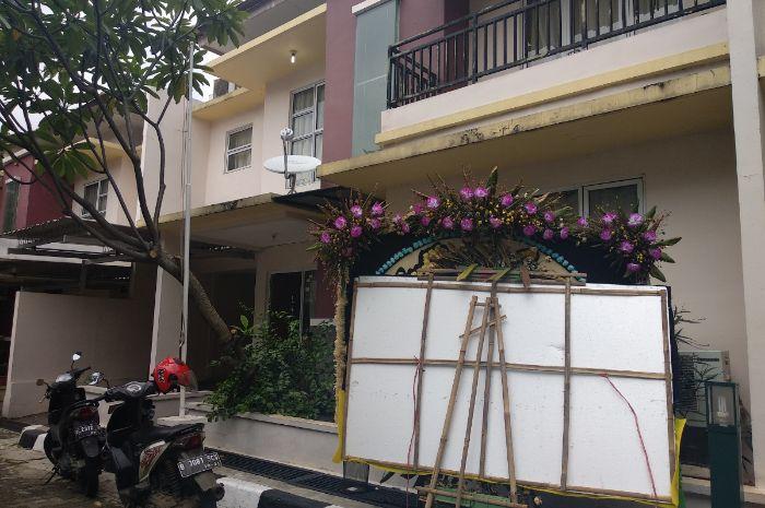 lebih dari 2 minggu sepeninggal Dylan Sahara, Ifan Seventeen kini kembali ke Jakarta dan ikut kajian