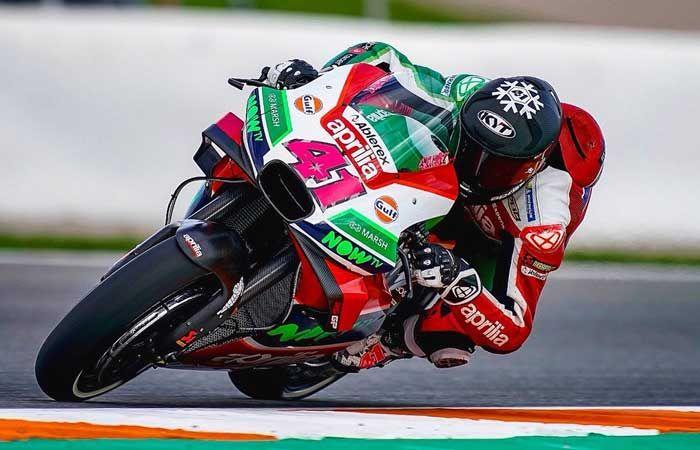 Aleix Espargaro pembalap reguler MotoGP 2019 yang pakai helm KYT