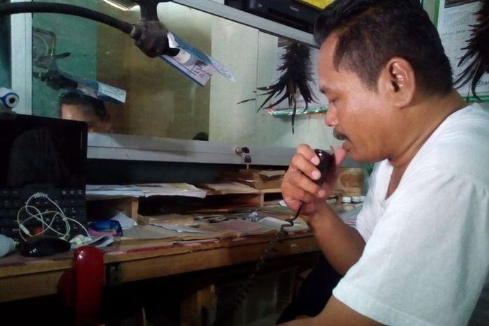 Nurhadi saat ditemui di kios pijatnya di Pasar Brayung, Kecamatan Mejobo, Kabupaten Kudus, Jawa Tengah, Minggu (6/1/2018).
