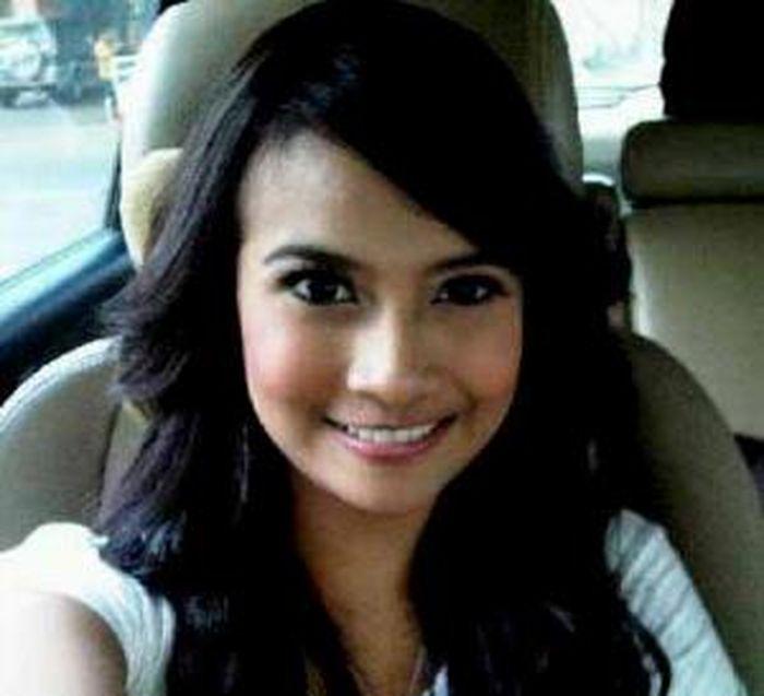 Perubahan Gaya Vanessa Angel dari Foto Jadul Hingga Seksi dan Modis Seperti Sekarang - Selfie di Mobil