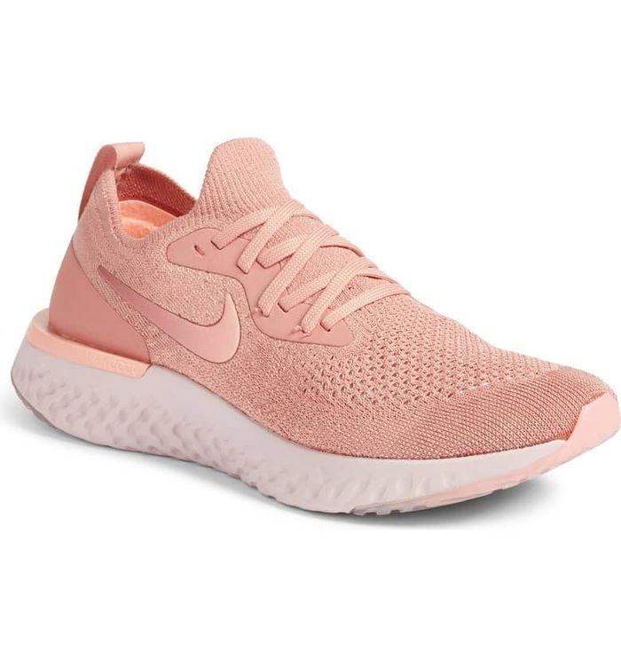 Sneakers warna pink terbaru dari Nike