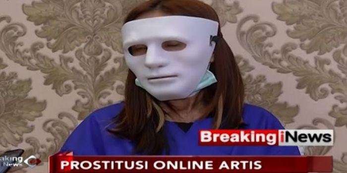 Mucikari membeberkan praktik bisnis esek-esek prostitusi yang melibatkan artis.