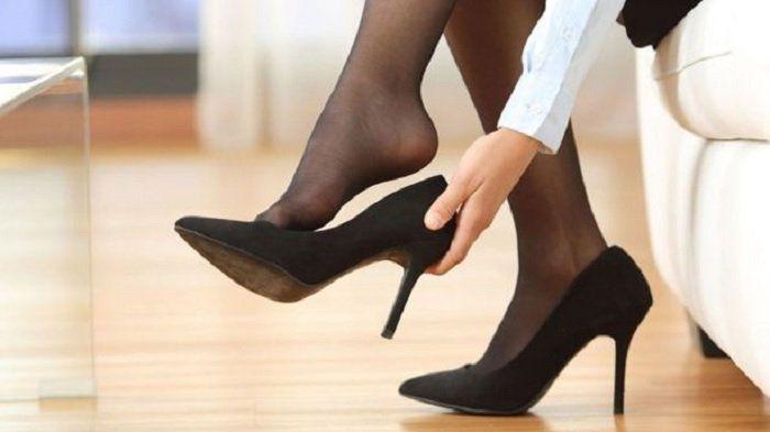 Sepatu hak tinggi, mengrangi kepuasan seks wanita