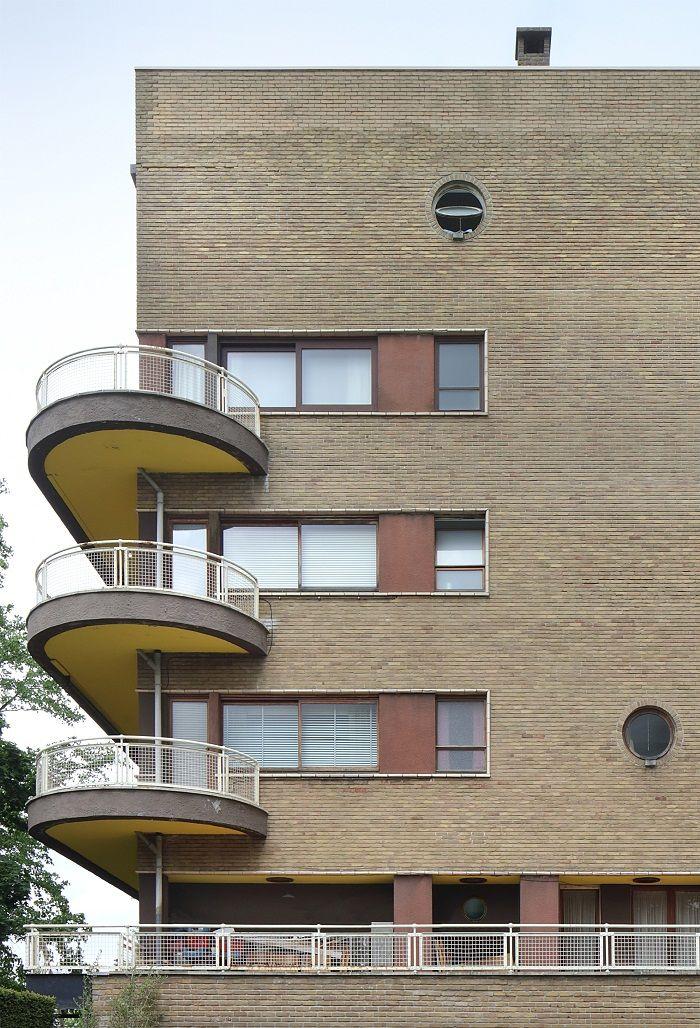 5 Bangunan Keren Karya Arsitek Belgia Léon Stynen yang Layak Kamu Kunjungi