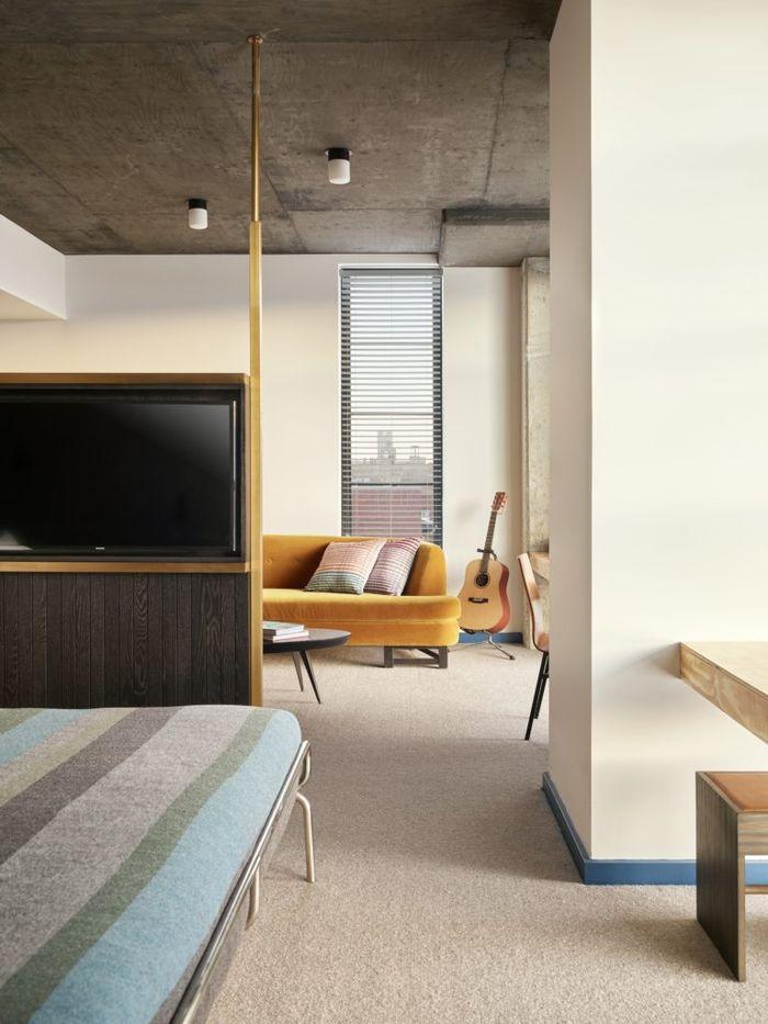 Hotel ini menyediakan alat musin pribadi yang bisa digunakan para tamu di kamar mereka