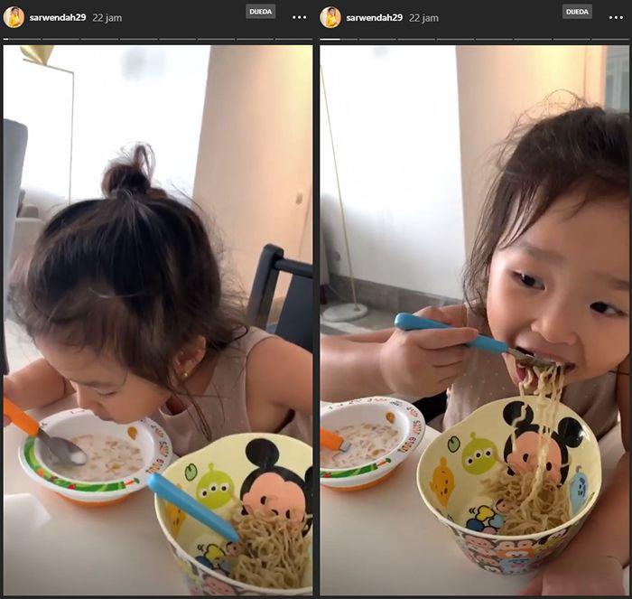 Thalia makan sereal dengan mie goreng
