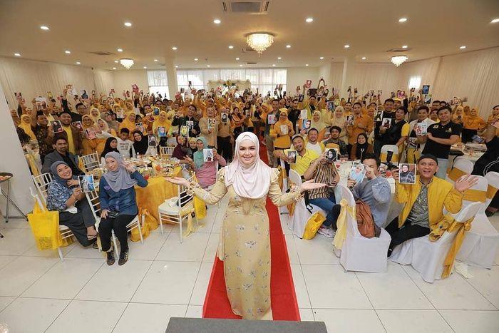 Outfit Siti Nurhaliza di perayaan ulang tahunnya ke-40.