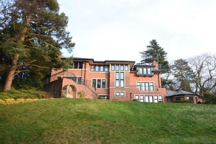 Rumah mewah milik Cristiano Ronaldo di Chesire, Inggris.