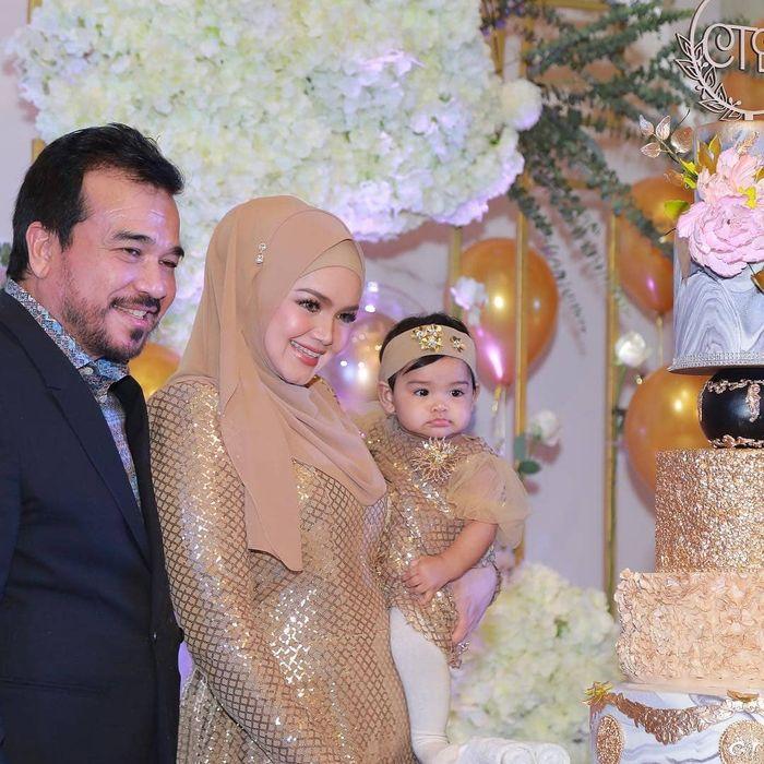 Pesta mewah ulang tahun Siti Nurhaliza yang dihadiri pihak keluarga