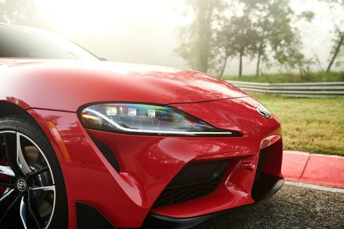 Headlamp Toyota Supra Mark V yang Masih Dipertahankan Bentuknya Seperti Generasi Sebelumnya