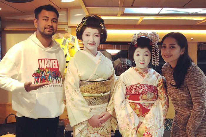 Raffi Ahmad dan Nagita Slavina bersama Geisha