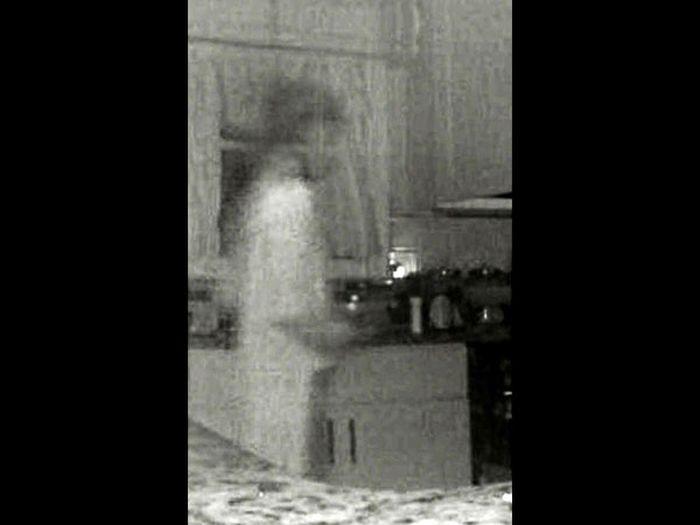 Dikira Pencuri, Ibu Ini Terkejut Melihat Roh Anaknya yang Meninggal Terekam CCTV | Boldsky.com