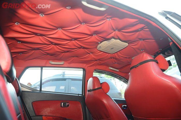 Interior kombinasi merah dan hitam kesukaan sang istri
