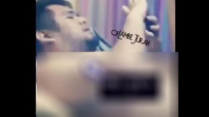 Foto Saipul Jamil yang sedang video call dengan pria telanjang dada