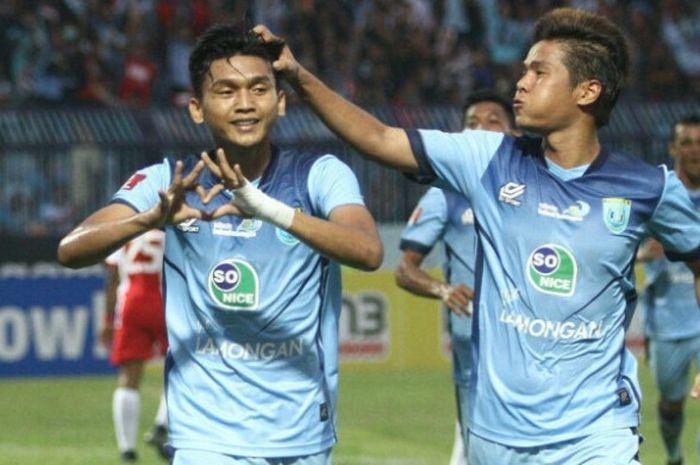 Dendy Sulistyawan merayakan gol saat membela Persela Lamongan di Liga 1 2018