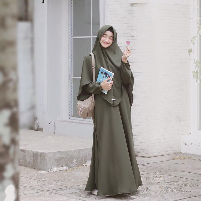 8 Fashion Hijab Syar I Santun Sopan Ala Selebgram Hijab Buat Hangout Semua Halaman Cewekbanget