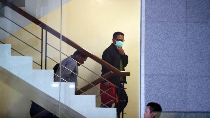 Bupati Mesuji, Provinsi Lampung Khamami saat tiba di Kantor Komisi Pemberantasan Korupsi, Jakarta, K