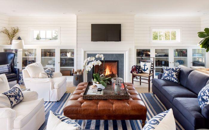 Bantal dan sofa jadi kunci kenyamanan ruang keluarga.