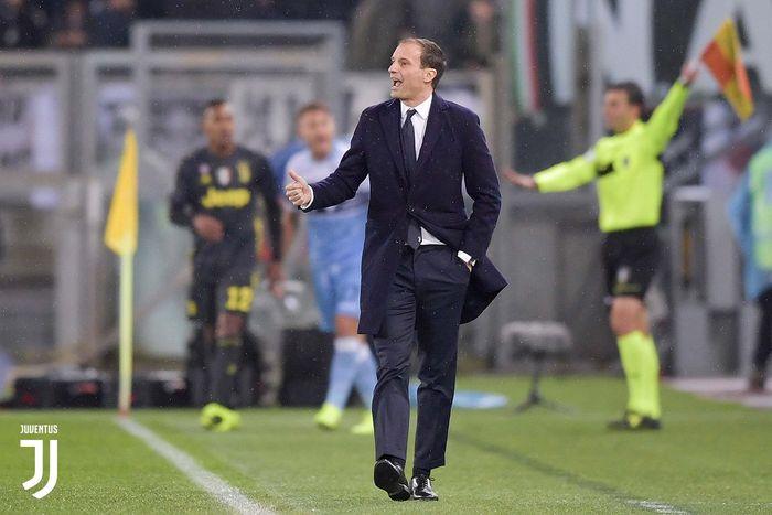 Pelatih Juventus, Massimiliano Allegri, memberi komando pemainnya dalam laga pekan ke-21 Liga Italia