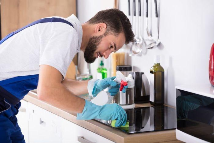 Noda pada kompor yang berupa kerak termasuk dalam jenis noda terberat di dapur.