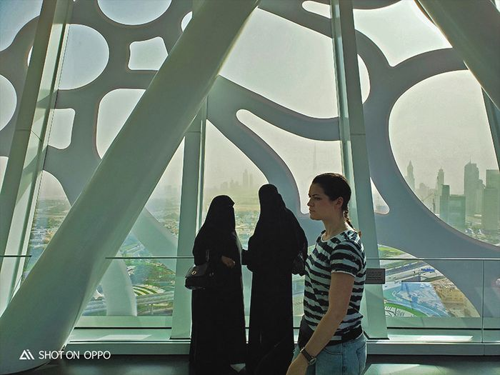 Masyarakat dunia di dalam Dubai. Difoto dengan Oppo R17 Pro.