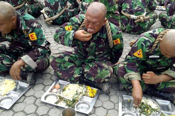 Nasi Komando, makan siang siswa Marinir yang bikin muntah