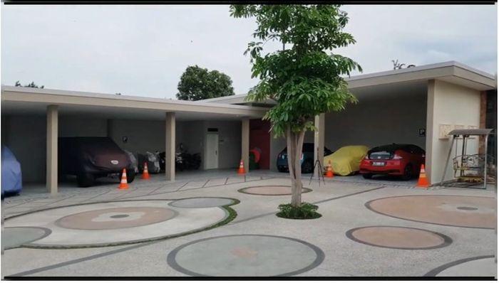 Garasi Rumah Bu Dendy