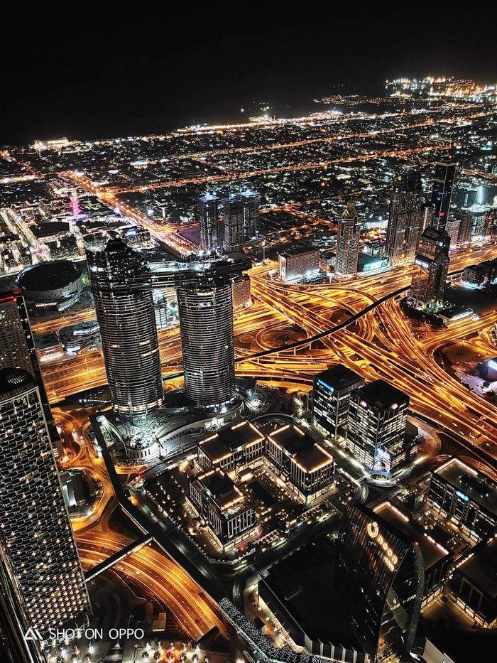Bagi Dubai, malam tidak berarti tidur. Diambil dengan fitur night mode Oppo R17 Pro.