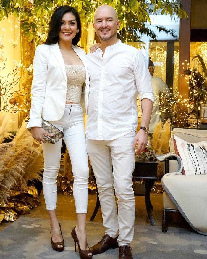 Penampilan memesona Melina Tian istri mantan suami Olla Ramlan dengan busana serba putih