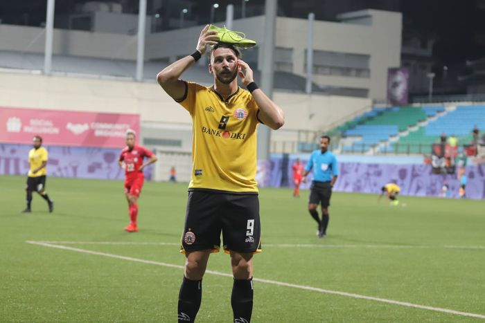 Striker Persija Jakarta Marko Simic merayakan gol yang dicetaknya ke gawang Home United di Stadion Jalan Besar, Kallang, Singapura, Selasa (5/2/2019).