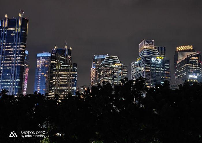 Oppo R17 Pro memiliki teknologi pengaturan cahaya malam hari yang canggih