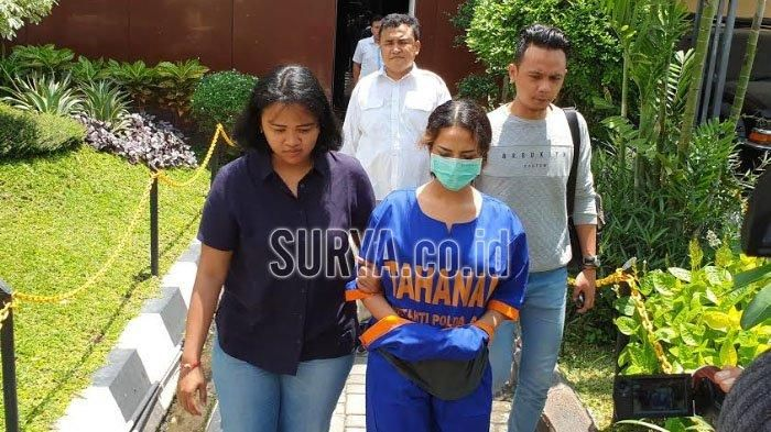 Vanessa Angel jalani pemeriksaan lanjutan di Polda Jatim.