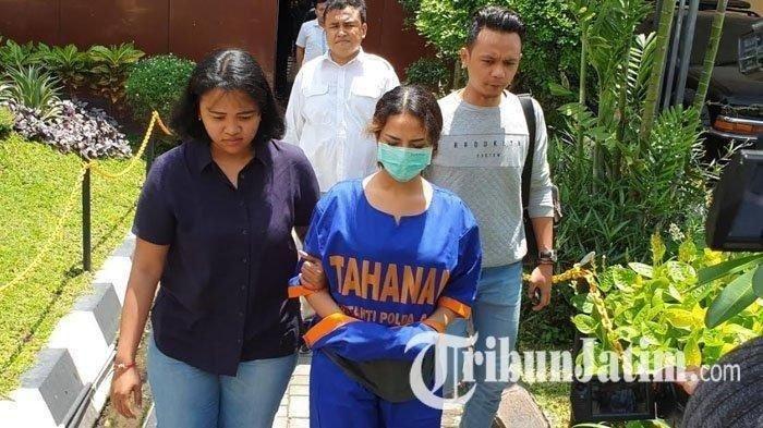 Vanessa Angel saat menjalani pemeriksaan lanjutan di Polda Jawa Timur.