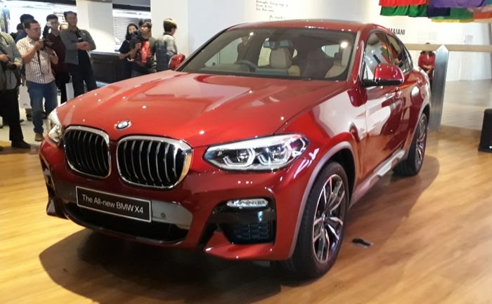 The All-new BMW X4 terlihat lebih sporty.